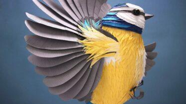 Artista usa mais de 4 mil folhas de papel para criar pássaros e borboletas