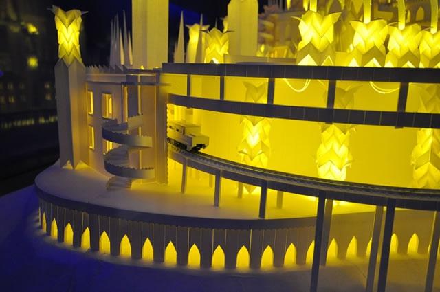 Digno de realeza! Conheça a maquete de um incrível castelo de papel