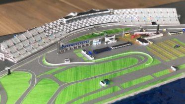 Fã de automobilismo? Esta versão do autódromo de Daytona é feita de papel!