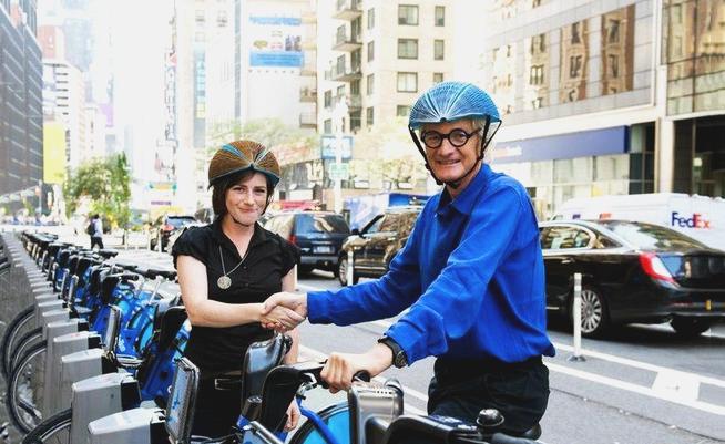 Capacete feito de papel revoluciona segurança para ciclistas