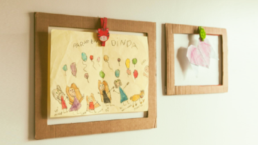 Aprenda a fazer molduras de papelão e eternize os desenhos das crianças!