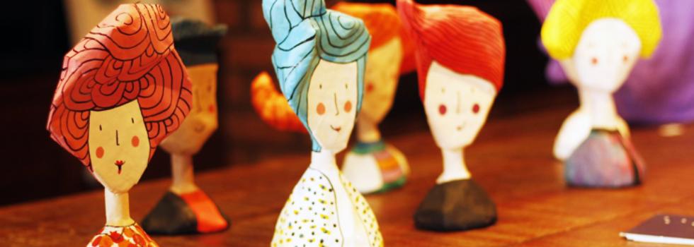 Conheça a Sarah Caires, a artista que faz incríveis bonecos com papel machê!