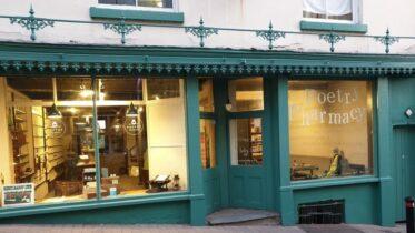 Farmácia da Poesia: conheça a loja que prescreve poemas aos seus clientes