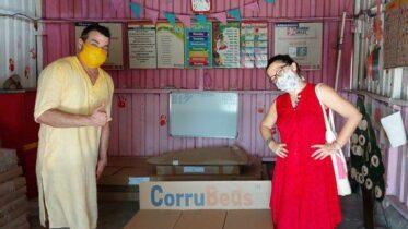 Índia constrói camas feitas de papel para centros de quarentena